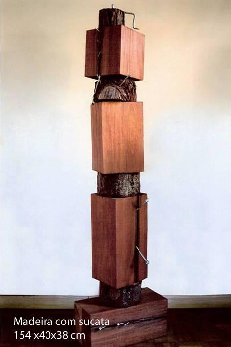 Hérnia I 154cm 40 cm 38cm 2007 Escultura em Madeira e Sucata