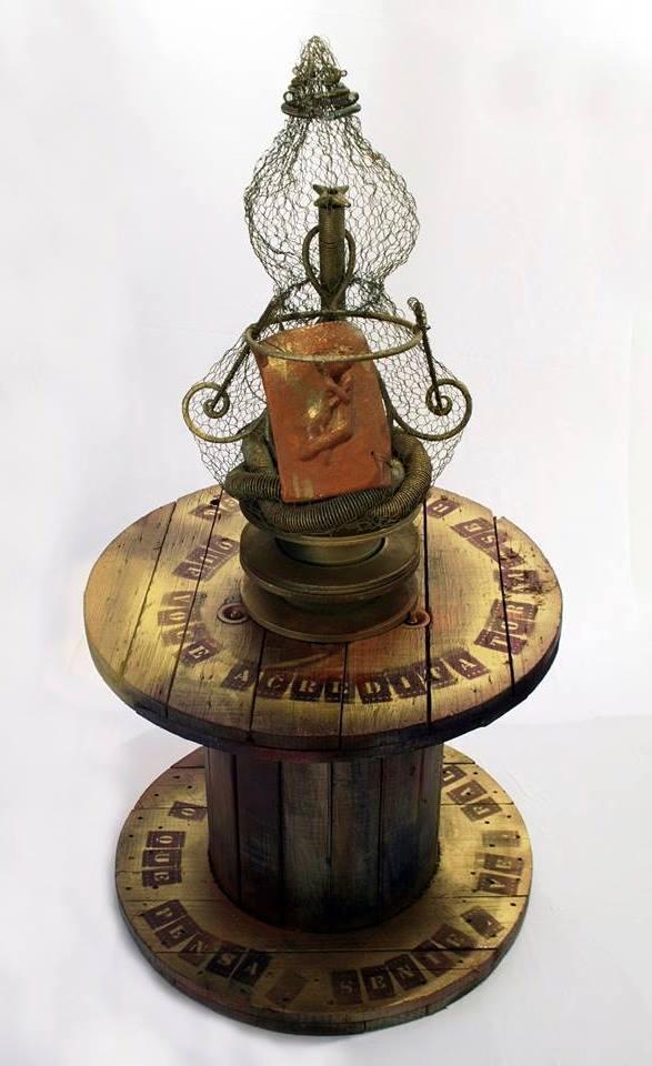 O Iluminado 130x65x65cm Cerâmica , ferro e madeira (foto 5)