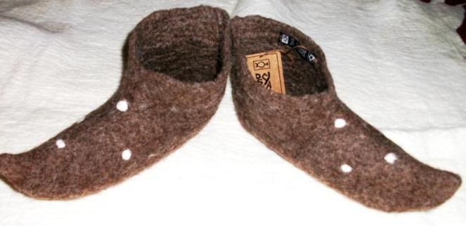 3. Pantufa estilo medieval feltragem lã natural