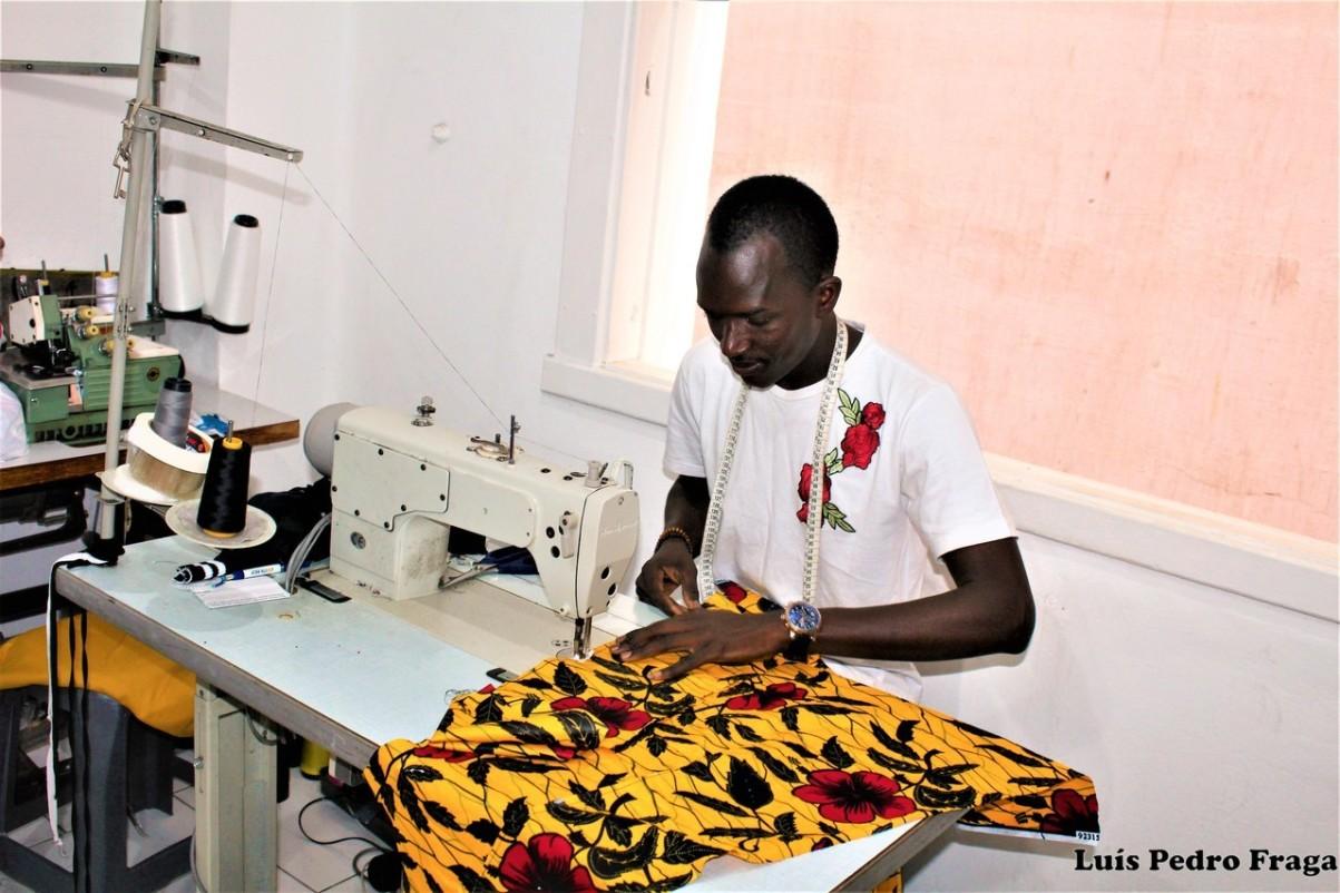 Amandu, costureiro senegalês.