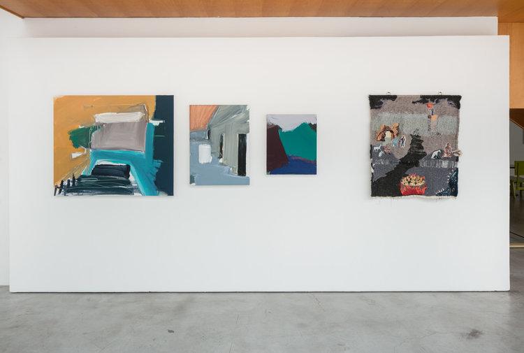 Obras de Renata Pelegrini e Ângela Od na Zípper Galeria durante o 9º Salão dos Artistas Sem Galeria em 2017.